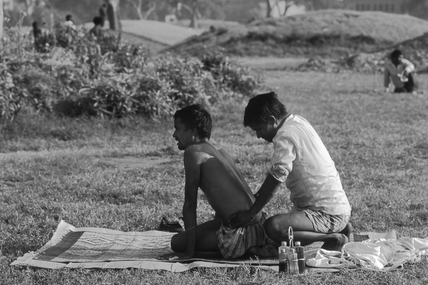 © Charles Henneghien – Kinésithérapie en plein air (Bombay)